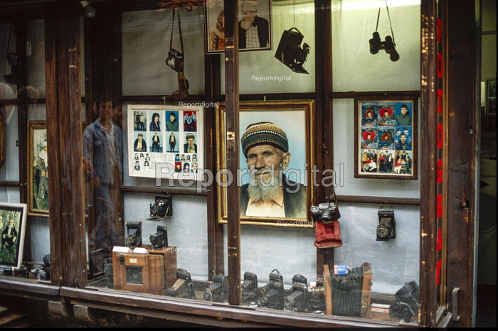 Traditional film photographers studio shop in Sarajevo. - Martin Mayer - 1990-09-09