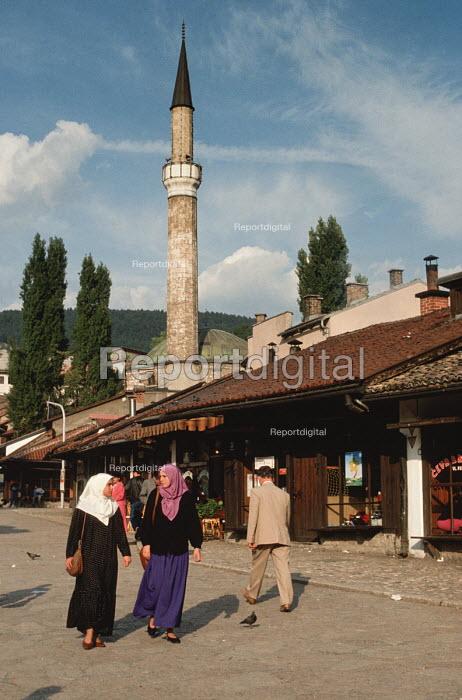 Young Muslim women walk through the Old Town in Sarajevo with The Gazi Husrev-bey Mosque, Sarajevo, Bosnia - Martin Mayer - 1990-09-09