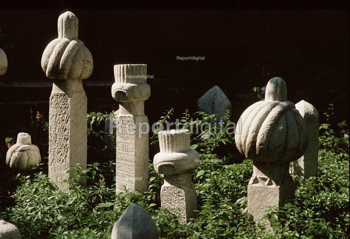 Ancient Muslim gravestones in a cemetary above Sarajevo, Bosnia - Martin Mayer - 1990-09-09