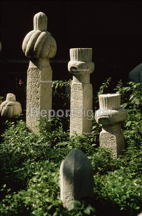 Ancient Muslim gravestones in a cemetary above Sarajevo, Bosnia - Martin Mayer - 1990-09-09