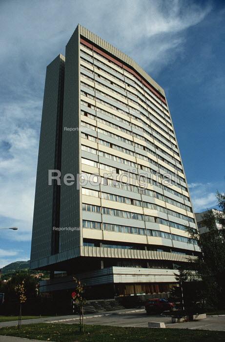 The Building of the Parliamentary Assembly, Bistrik, Sarajevo. 1990 - Martin Mayer - 1990-09-09
