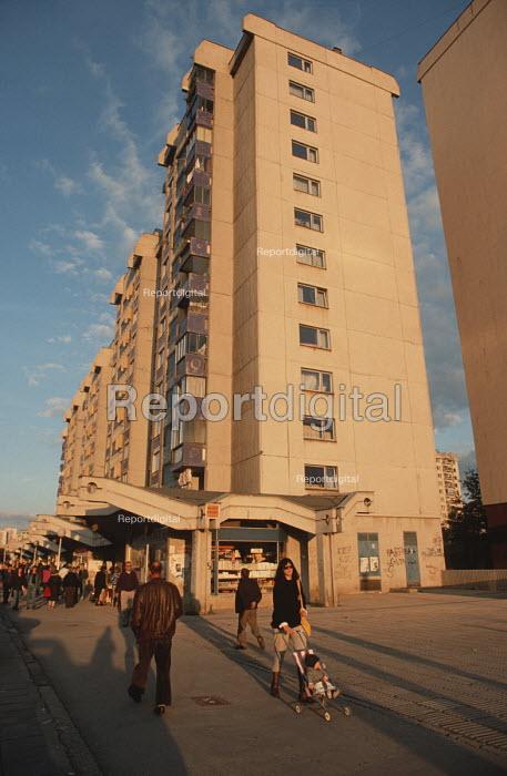 High rise suburbs in Sarajevo 1990 - Martin Mayer - 1990-09-09