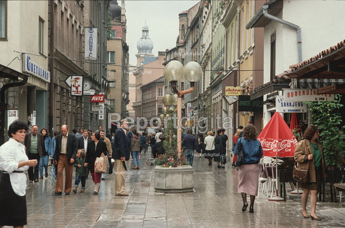 The 19th century quarter of central Sarajevo, built in the Austro- Hungarian period, seen before the civil war in which many buildings were damaged by shelling from Bosnian Serb forces in the nearby hills. - Martin Mayer - 1990-09-10