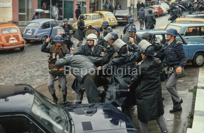 Riot police attack a single transport worker during demonstrations against the Muslim controlled council in Gorazde, Eastern Bosnia - Martin Mayer - 1990-09-10