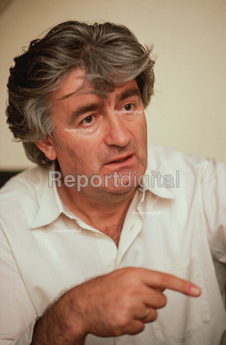 Radovan Karadzic, leader of the Bosnian Serb nationalist party SDS (Serbian Democratic party), being interviewed at his flat in Sarajevo during the election after the breakup of Yugoslavia. - Martin Mayer - 1990-09-07