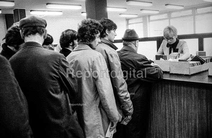 Queueing for the dole in a Derry unemployment office, Northern Ireland - Martin Mayer - 1971-08-13