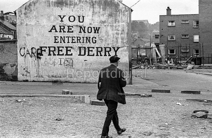 You are now entering free Derry. Entrance to the no-go area of the Bogside, Derry, Northern Ireland, 1971 where British troops were kept out by armed IRA men after the introduction of internment. - Martin Mayer - 1971-08-13