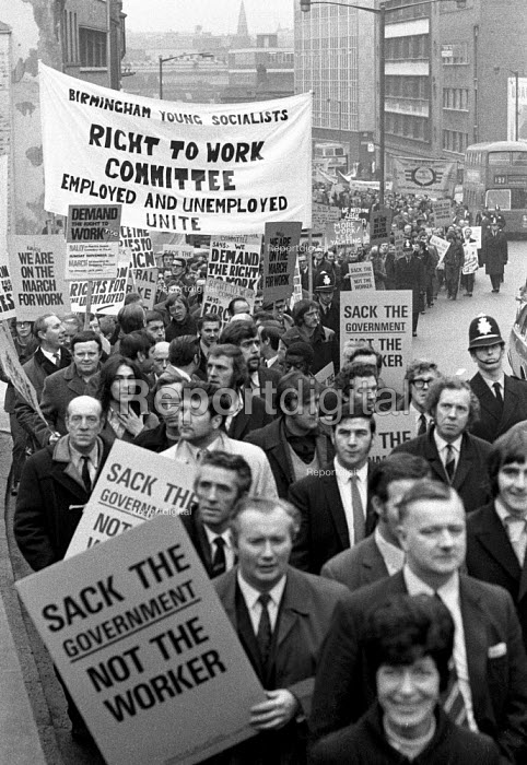 Young Socialists Right to Work Committee banner. March against unemployment in Birmingham. - Martin Mayer - 1971-11-26