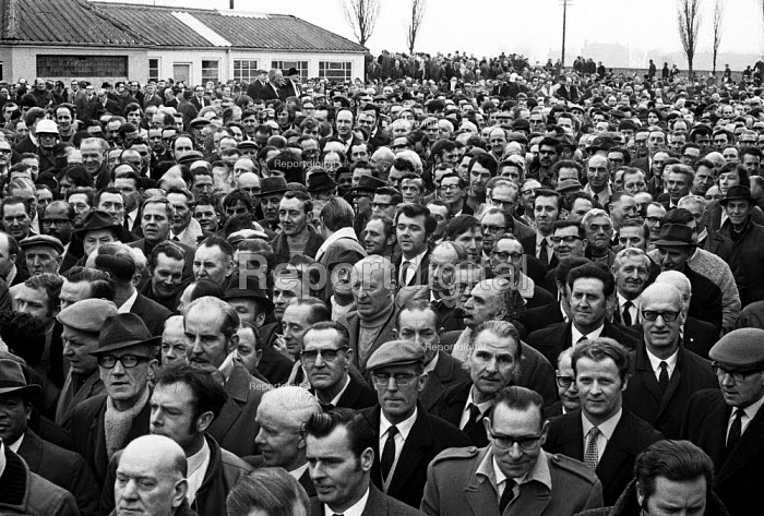 Ford strike 1971. Mass meeting at Ford Dagenham to report back the latest negotiations. - Martin Mayer - 1971-03-14