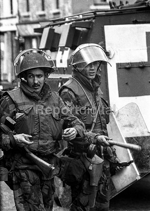 Nervous looking British troops patrolling in the Short Strand Catholic enclave in the mainly Protestant East Belfast just after the imposition of internment without trial - Martin Mayer - 1971-08-10