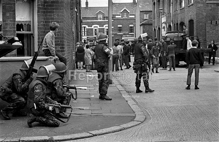 British troops on the streets of the Catholic enclave of Short Strand in the predominantly Protestant East Belfast on day 2 of internment without trial - Martin Mayer - 1971-08-10