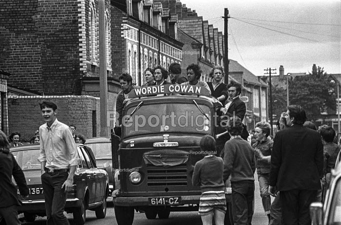 Protestants arrive in the Catholic Short Strand enclave in East Belfast to move out a Protestant family and to wreck the house to prevent Catholics moving in after the imposition of internment without trial - Martin Mayer - 1971-08-10