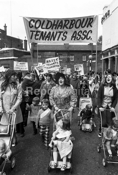 Coldharbour Tenants Asssociation, Council tenants, with women to the fore, in Greenwich, SE London, marching against the Rents Bill which would mean higher rents. - Martin Mayer - 1972-06-03