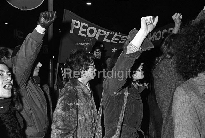 Angela Weir (centre), member of the Stoke Newington Eight, also known as the Angry Brigade, joins a march in protest at the jailing of 4 of its members for planting bombs after a long trial at which she was aquitted. - Martin Mayer - 1972-12-07