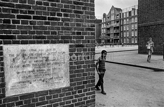 Brixton council estate, South London Ferndale Court, blocks of flats, 1970 - Martin Mayer - 1970-07-06