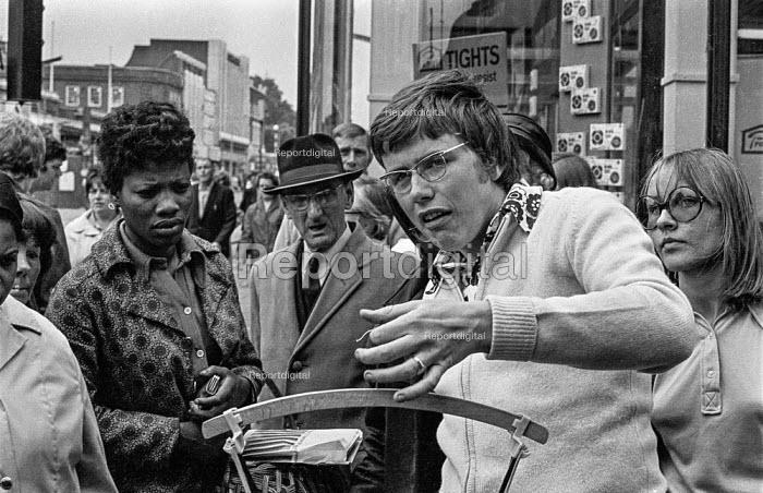 Brixton market, South London, summer 1970 - Martin Mayer - 1970-07-06