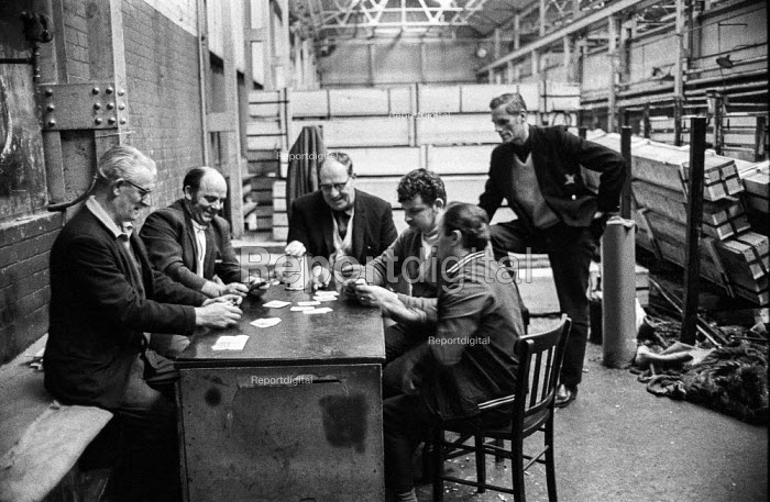 Workers at the James Mills steelworks of GKN at Bredbury near Stockport, Cheshire play cards during their occupation of the factory in support of a district wide claim for a 6 pay increase, a 35 hour week, equal pay and longer holidays - Martin Mayer - 1972-03-22