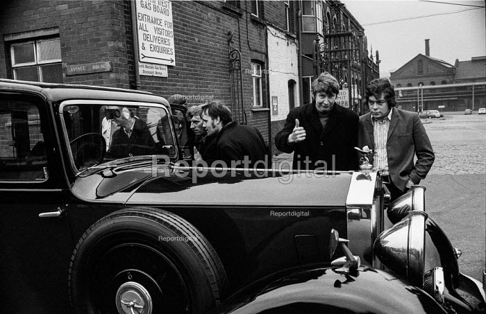Striking gas workers picket a Rolls Royce outside the Stockport gasworks, Greater Manchester - Martin Mayer - 1972-03-25