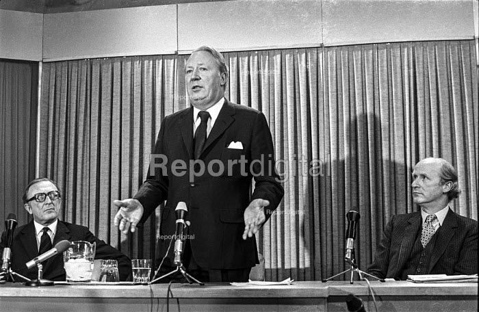 Conservative Party leader Edward Heath speaking at an election press conference with Lord Carrington (L) and Anthony Barber (R) - NLA - 1974-02-12