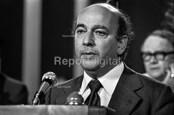 Alan Sapper, Gen Sec of the ACCT speaking at the Labour Party conference 1975 - Martin Mayer - 1975-10-01