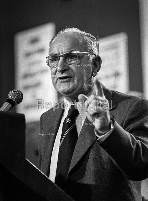 Hugh Scanlon, Pres AUEW speaking at the Labour Party conference, Blackpool 1978 - Martin Mayer - 1978-09-29