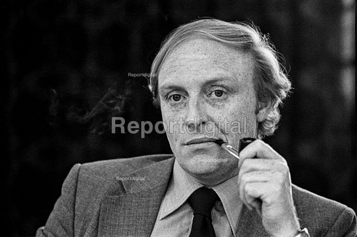 Neil Kinnock MP speaking at a Labour Party press conference - Martin Mayer - 1979-11-11