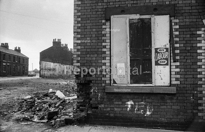 Vote Labour Again poster. Slum clearance in Everton district of Liverpool - Martin Mayer - 1972-04-26