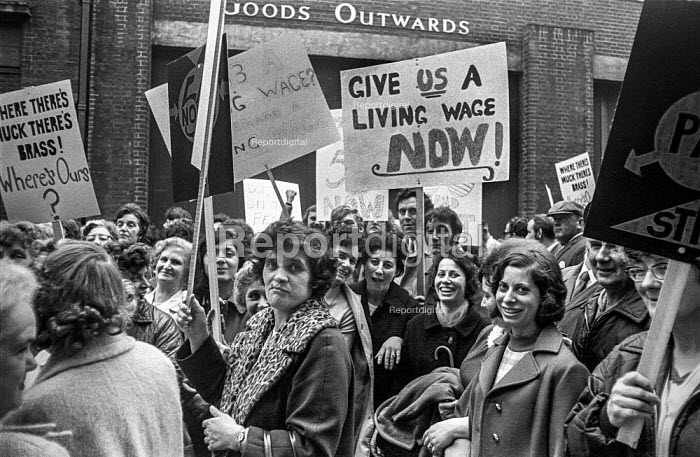 Bristol council workers march in protest at low pay and calling for a living wage 1970 - Peter Arkell - 1970-10-13