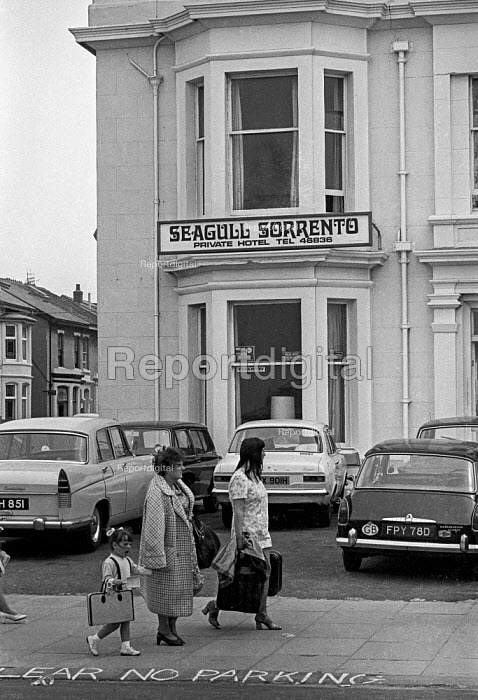 On their way to a Bed and breakfast for Wakes Week, Blackpool - Martin Mayer - 1970-08-10