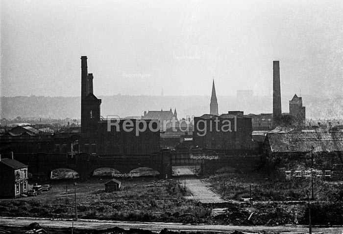 Cotton mills in Ashto-under-Lyne, Lancashire - Martin Mayer - 1970-08-10