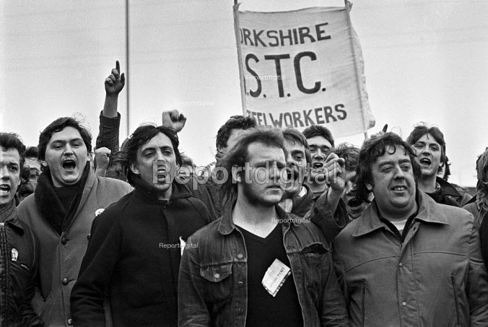 Steel strike 1980 Pickets at Hadfields in Sheffield - Martin Mayer - 1980-02-14