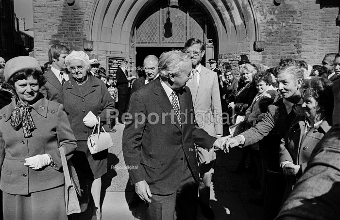Mary Wilson, Harold Wilson shaking hands with a suporter after Sunday church service, 1975 Labour Party conference, Blackpool. - Martin Mayer - 1975-09-28