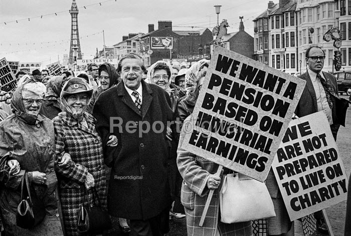 Vic Feather TUC and pensioners protesting for higher payments TUC conference, Blackpool 1973 - Martin Mayer - 1973-09-02
