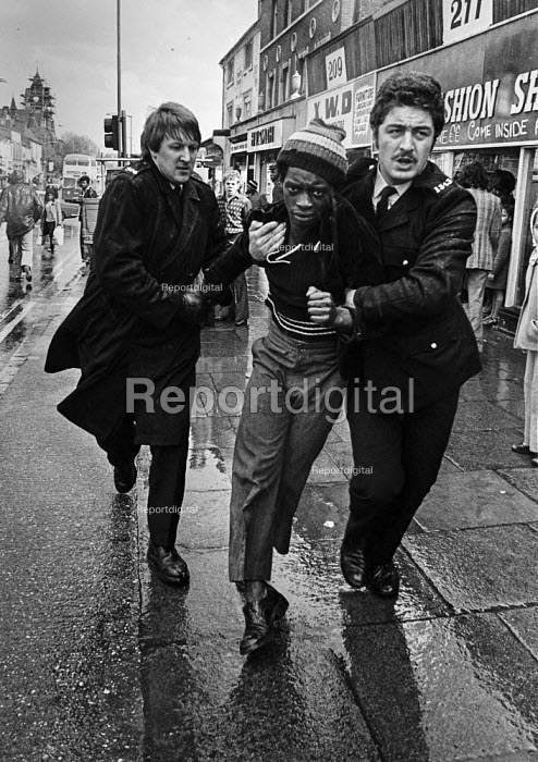 Police arresting a black youth, protest against a National Front march Birmingham 1976 - Martin Mayer - 1976-04-15
