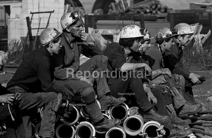 Miners at Lofthouse colliery, West Yorkshire wait for word of their colleagues trapped underground. - Martin Mayer - 1973-03-23