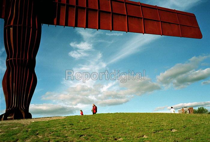 Angel of the North, Gateshead On Tyne, February 1999. - Mark Pinder - 1999-02-04