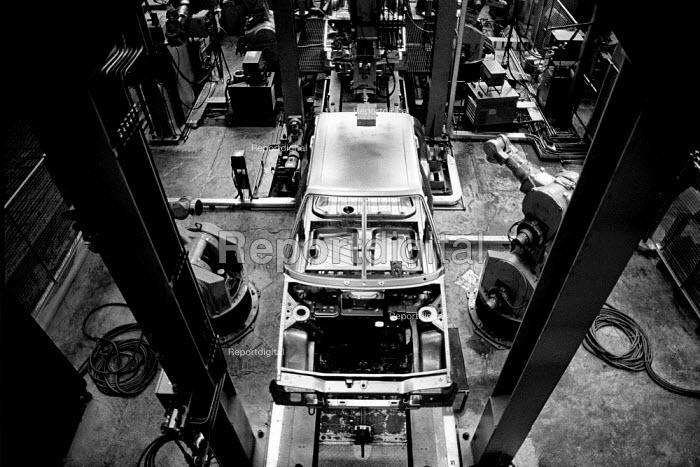 Production line at the Skoda car factory. Mlada Boleslav, Czech Republic. - Mark Pinder - 1991-06-10