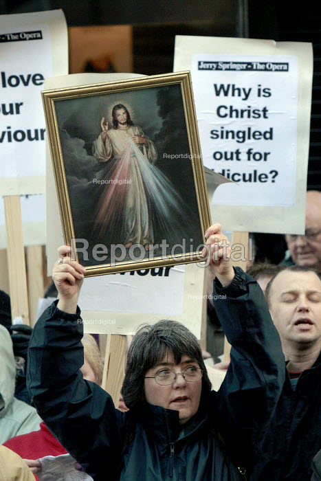 Fundamentalist Christians protest at the staging of the controversial theatre production Jerry Springer, The Opera at the Theatre Royal, Newcastle Upon Tyne - Mark Pinder - 1999-06-08