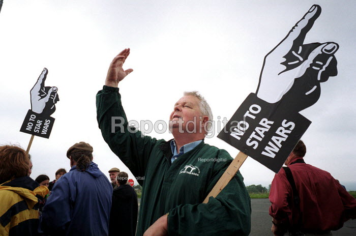 Bruce Kent. Protest against American listening centre at Menwith Hill by Yorkshire CND and the Campaign for the Accountability of American Bases. Menwith Hill spy base, near Harrogate, Yorkshire. 4/7 2000. - Mark Pinder - 2000-07-04