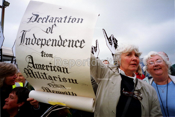 Protest against American listening centre at Menwith Hill by Yorkshire CND and the Campaign for the Accountability of American Bases. Menwith Hill spy base, near Harrogate, Yorkshire. 4/7 2000. - Mark Pinder - 2000-07-04