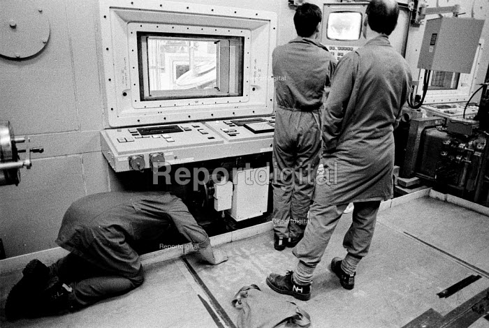 Workers operating Magnox Encapsulation Plant, Sellafield nuclear reprocessing plant, Cumbria. - Mark Pinder - 1993-02-16