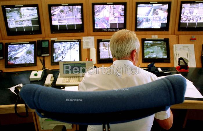 Police closed circuit television camera control room, (cctv), Chilton, Co Durham. - Mark Pinder - 1999-06-15