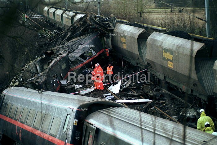 Police forensic and accident investigators sift through the wreckage of the passenger train Selby rail crash, Great Heck near Selby, Yorkshire, UK. - Mark Pinder - 2001-03-01