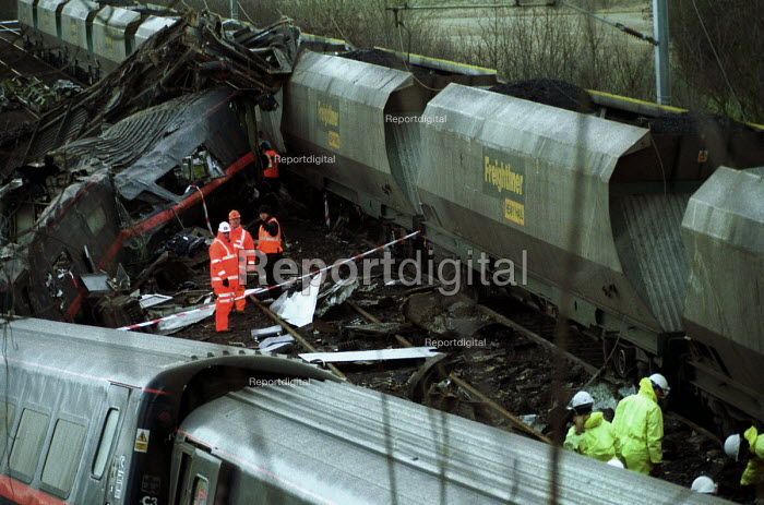 Accident investigators sift through the wreckage of the passenger train Selby rail crash, Great Heck near Selby, Yorkshire, UK. - Mark Pinder - 2001-03-01