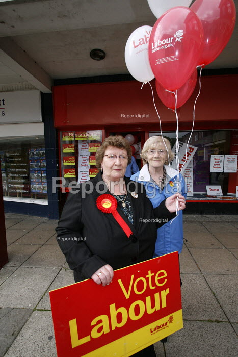 2007 Sedgefield by election. A couple of older lady Labour Party supporters with balloons and 'Vote Labour' placards outside the Labour campaign HQ in the 2007 Sedgefield by election. - Mark Pinder - 2007-07-04