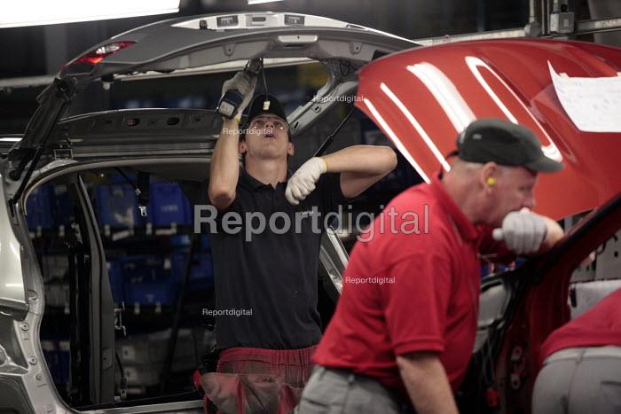 The car production line at Nissan UK's Washington plant near Sunderland, Tyne and Wear, UK. - Mark Pinder - 2009-09-04