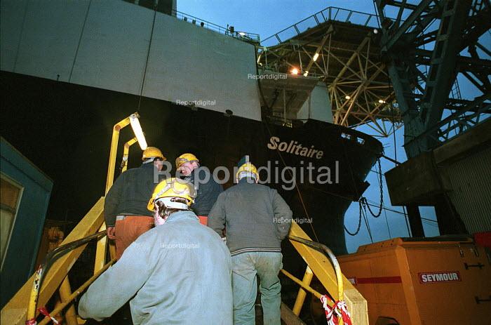 Shipyard workers board a ship Swan Hunter Shipbuilders, Wallsend, Tyne and Wear 1999 - Mark Pinder - 1999-02-09