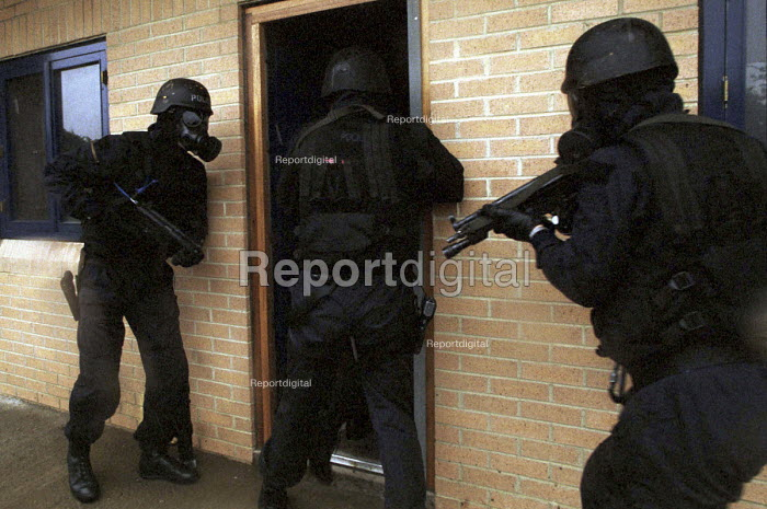 Armed Police with gas masks forcing their way in, firearms and tactical training at the Cleveland and Durham Police Tactical Training Centre, Stockton. - Mark Pinder - 2001-08-08
