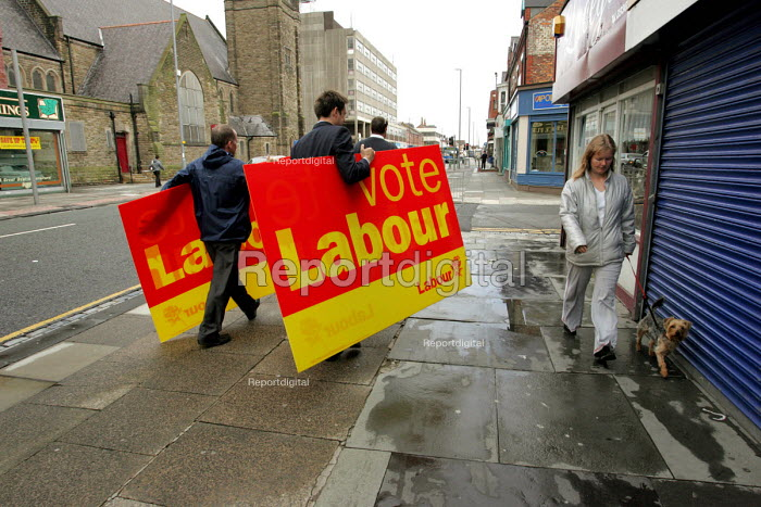 Labour Party activists with Vote Labour placards, Hartlepool by election - Mark Pinder - 2004-08-18