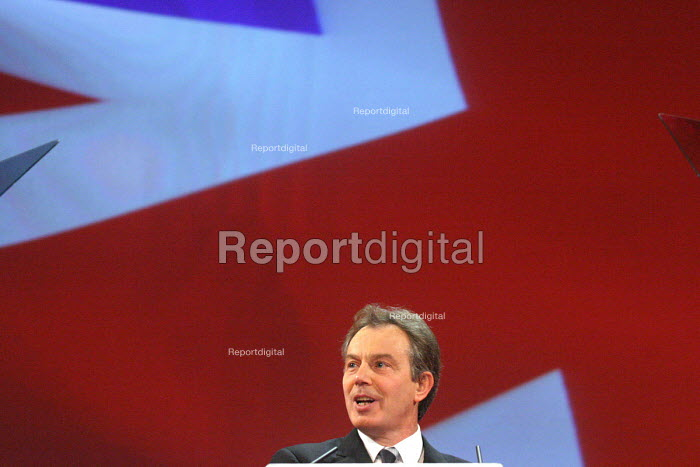 Tony Blair. 2005 Labour Party Spring Conference, The Sage, Gateshead On Tyne. 11/2 2005. - Mark Pinder - 2005-02-11